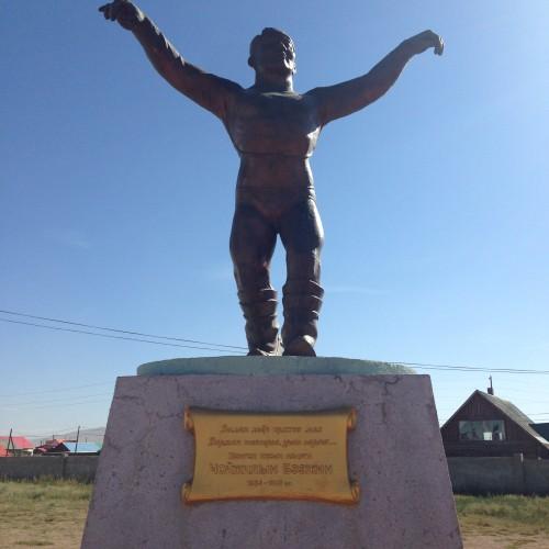193 statue lutteur Murun